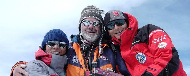 Tseten Norbu Bhutia mit Phurba Sherpa und Bruno Jelk auf Berggipfel in Sikkim